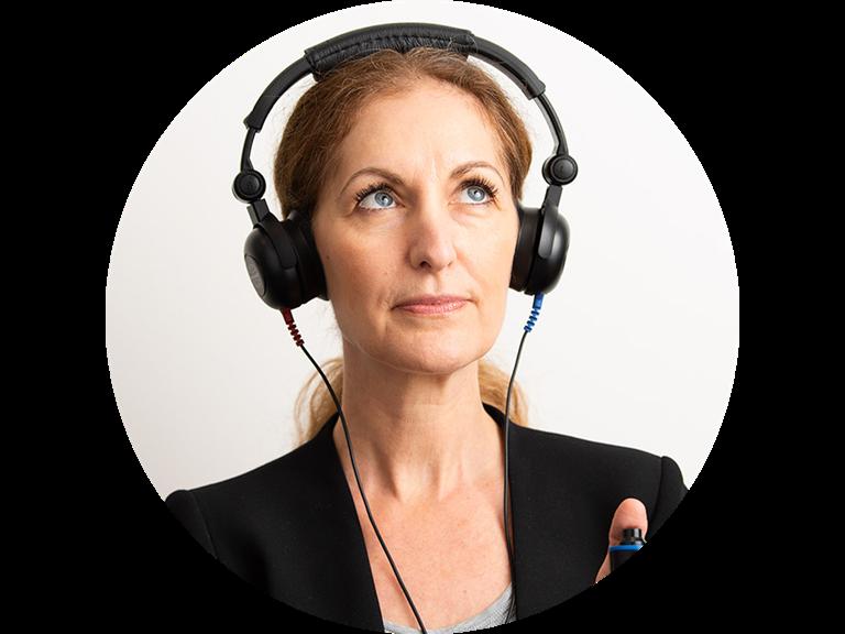 web2-lp-leadform-woman-hearing-test-960-transparent1-round