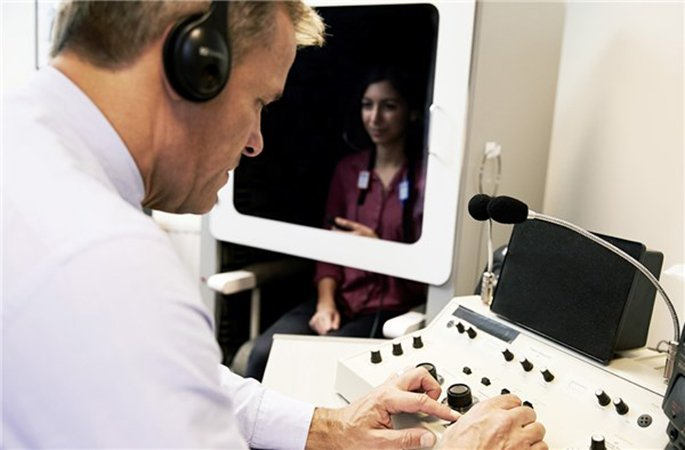 textimagespot-first-visit-measuring-hearing-685x450